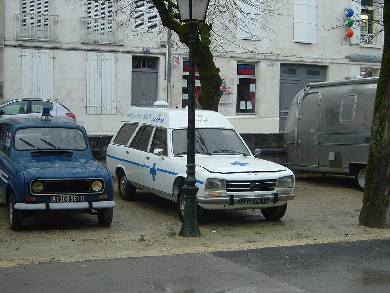 old-peugeot-ambulance